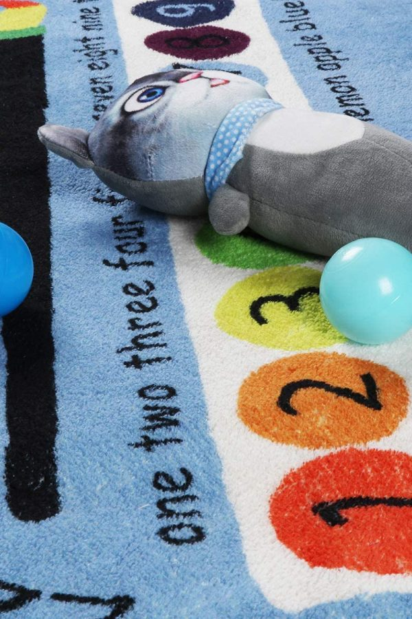 4x6 educational playmat wih soft toy and plastic balls on top